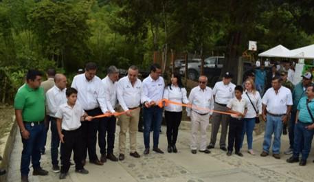 Comunidades cafeteras de Cauca, Caldas, Quindío, Risaralda y Valle del Cauca se benefician con mejores vías