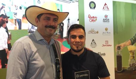 Barista del Tolima, ganador del  IV Campeonato Colombiano de Cafés Filtrados