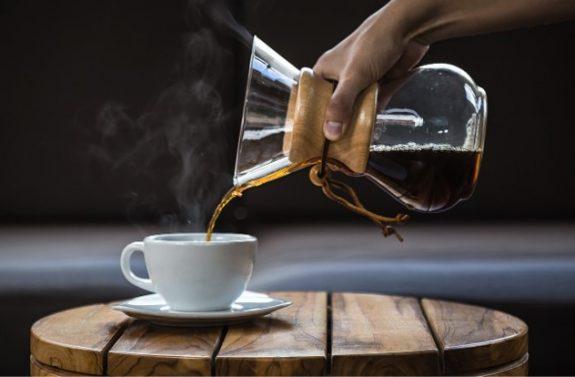 Consumo diario de 2 a 3 tazas de café está asociado a menor incidencia de covid-19