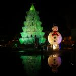 Campaña de decoración navideña con materiales reciclables